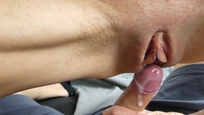 She needs quick sex before going to bed and squirts in the end