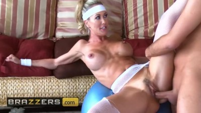 Fit milf Brandi Love has hard abs and loves hard cock