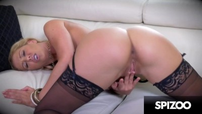 MILF Horny Cherie DeVille in Fingering her Wet Pussy