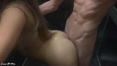 Sexy bitch in the amateur elevator sex