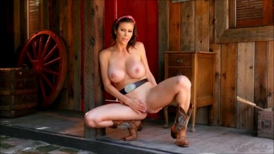 Cowgirl Alexis Fawx plays pussy herself
