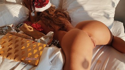Amateur Sensual Couple has Intense Sex on Christmas Morning