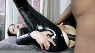 Latex Catsuit Slave takes it up the ass